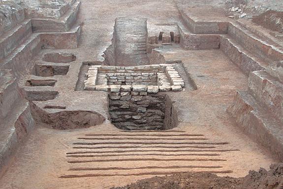 Un ancien jeu de plateau découvert dans une tombe pillée en Chine-1