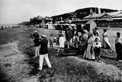 [Clio Team] 1900 1910 Seeberger photographes Bourgeoisie, Dieppe, ball trap sur la plage Middle-class, Dieppe, ball trap on the beach