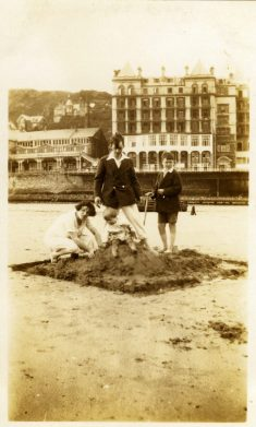 photo-ancienne-famille-vernaculaire-46-721x1200