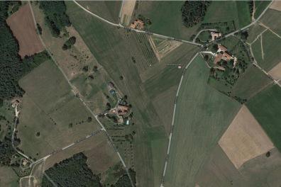 Cette photo aérienne doit couvrir une partie du terroir de Ceintres au XVIIe siècle