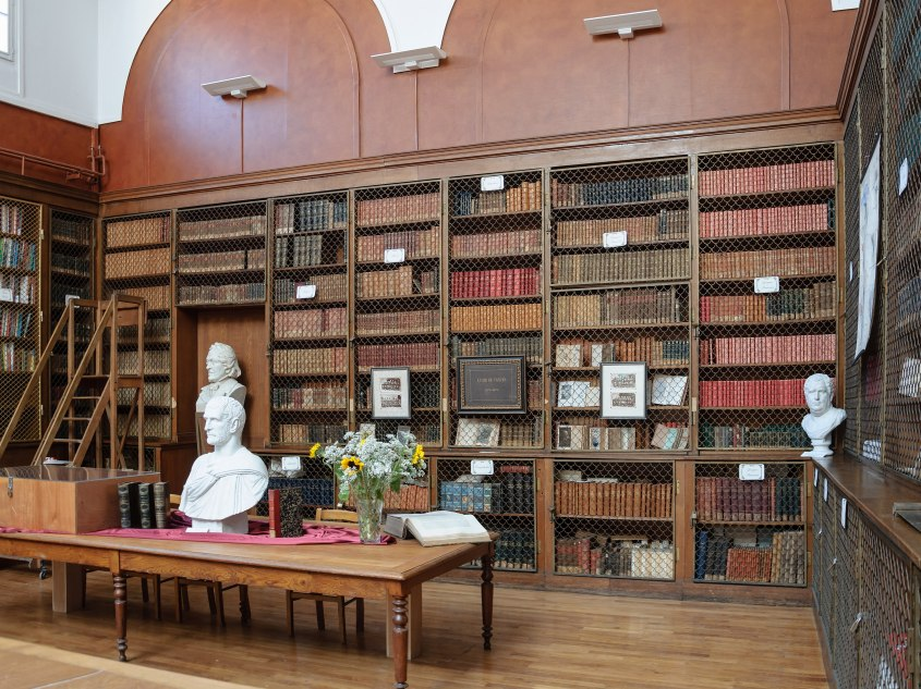 2880px-Lycee_Michelet_Vanves_bibliotheque