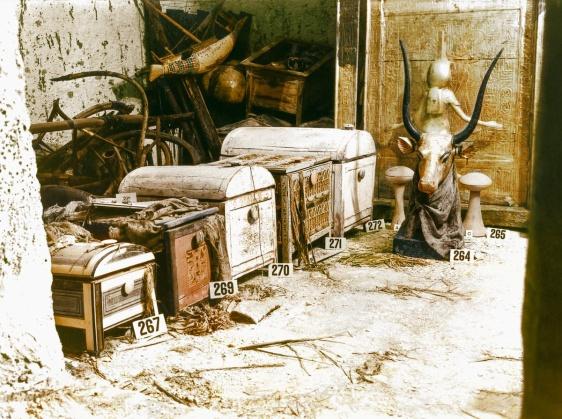 7780477172_un-buste-de-la-deesse-vache-mehet-oueret-parmi-les-tresors-de-la-tombe-1923