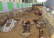 Les fouilles d'une nécropole mérovingienne et carolingienne ont permis de découvrir des centaines de sépultures